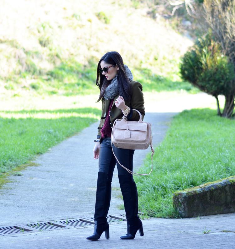 Zara_ootd_verde oliva_botas_altas_burdeos_chicwish_outfit_02
