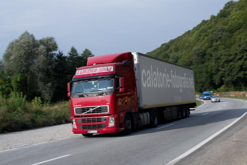 Ciucea - Fotografiind TIR-uri in viteza pe drumul european E60 16397666212_6a9116be6d_c