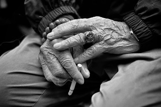 A smokers hands