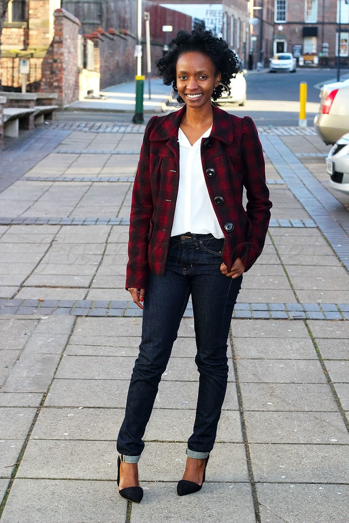 plaid-jacket-&-high-waist-jeans-Asymmetric-pointed-toe-heel,jeans, mom jeans, skinny high waist jeans, street style high waisted jeans, 90's style jeans, how to wear a tartan jacket, how to style a tartan jacket, how to wear pointed Asymmetric heels, how to style Asymmetric pointed heels, checked jacket, plaid jacket, red and black checked jacket, red and black plaid jacket