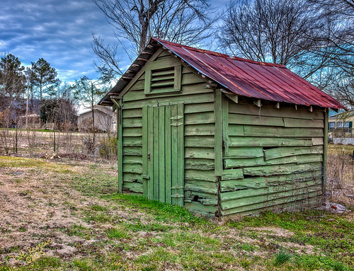 winter green landscape unitedstates alabama shed rusty somerville daytime february decaying tinroof greendoor outbuilding partlycloudy morgancounty rusttop