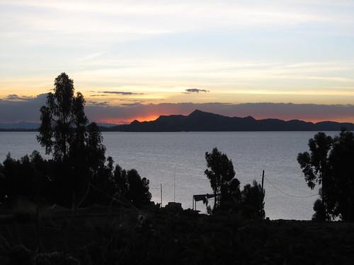 Lac Titicaca: coucehr de soleil sur l'île d'Amantani