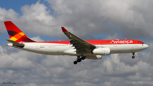 Avianca A330-243 Reg: N967CG on finals to Miami from Bogota, Colombia