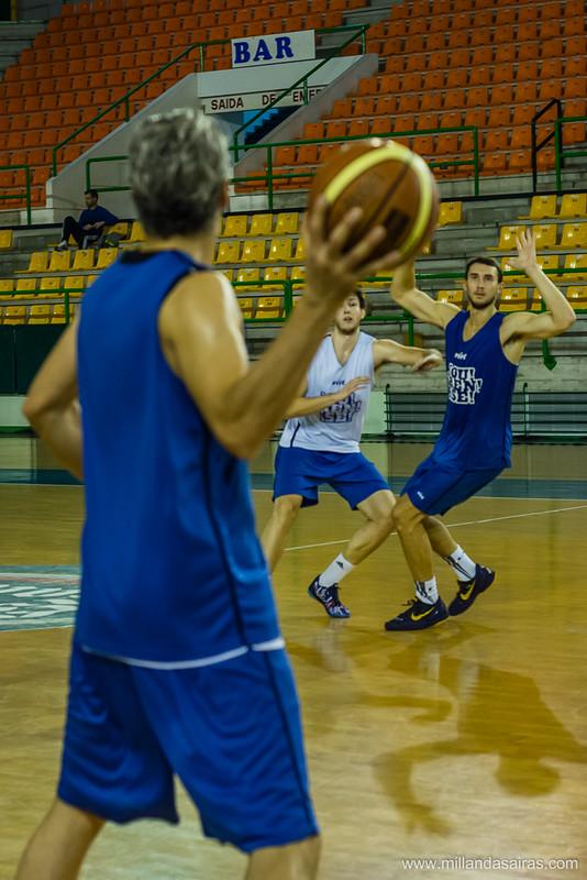 Guillermo Rejón buscando a Ben Allison en un entrenamiento