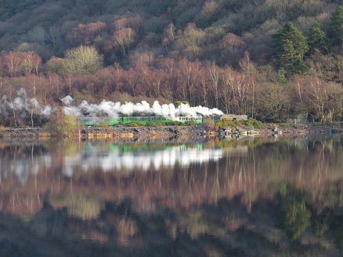 751 Llyn Padarn Train Reflections