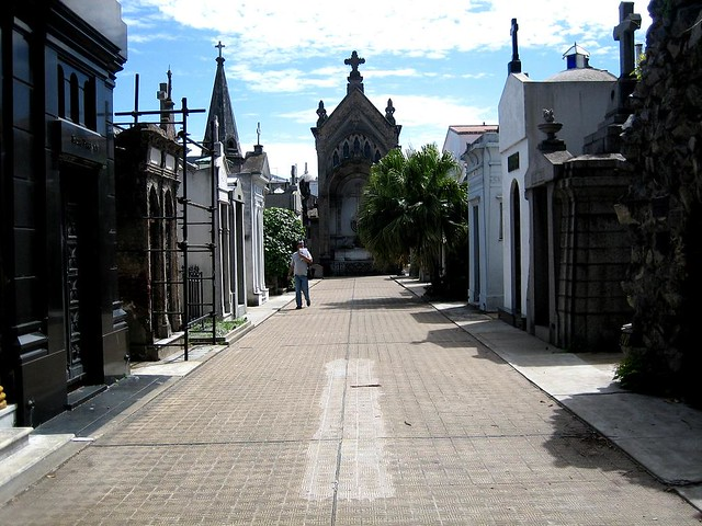 Buenos aires barrio de la boca cementerio de la recoleta for Cementerio jardin de paz buenos aires