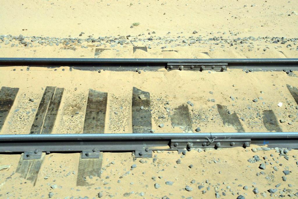 Vías del tren a su paso por el Gobi