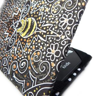 filigree bee paperwhite cover
