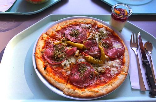 Pizza with salami, mushrooms & peperoni / Pizza mit Salami, Champignons & Peperoni
