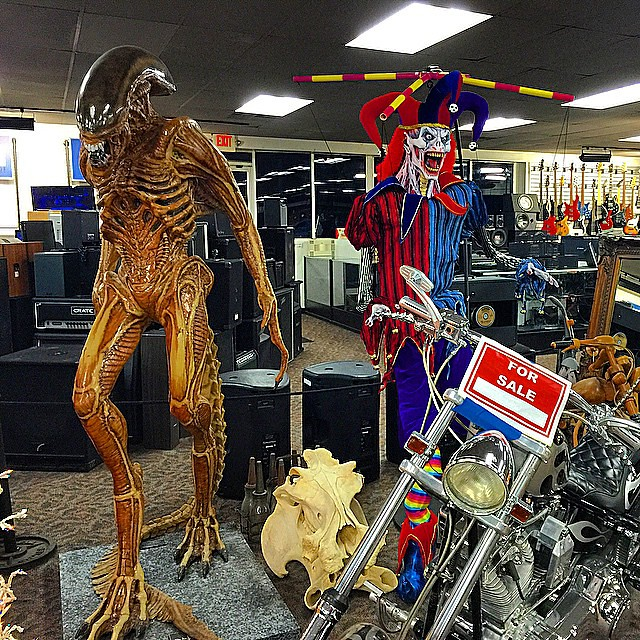 #alien in #Detroit w a wicked #clown #americanjewelryandloan #Detroit #pawn