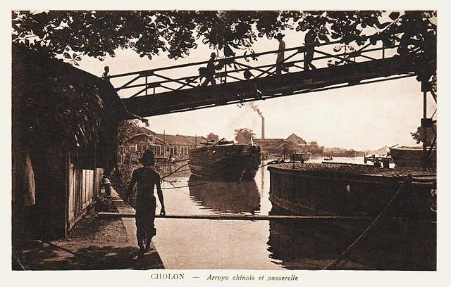 Cầu Xóm Chỉ - Arroyo chinois et passerelle