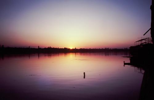 sunset india still houseboat mauve serene dallake northernindia kaskmir