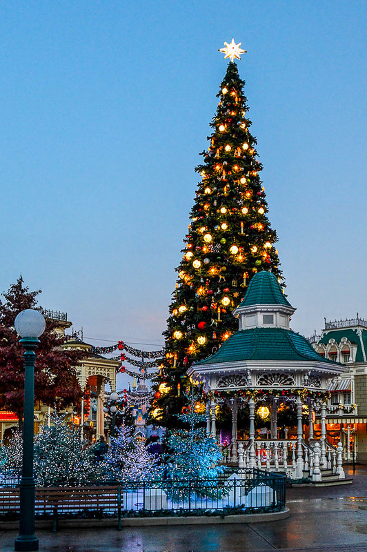 christmas decorations at disneyland park town square during christmas - Disneyland Christmas Decorations