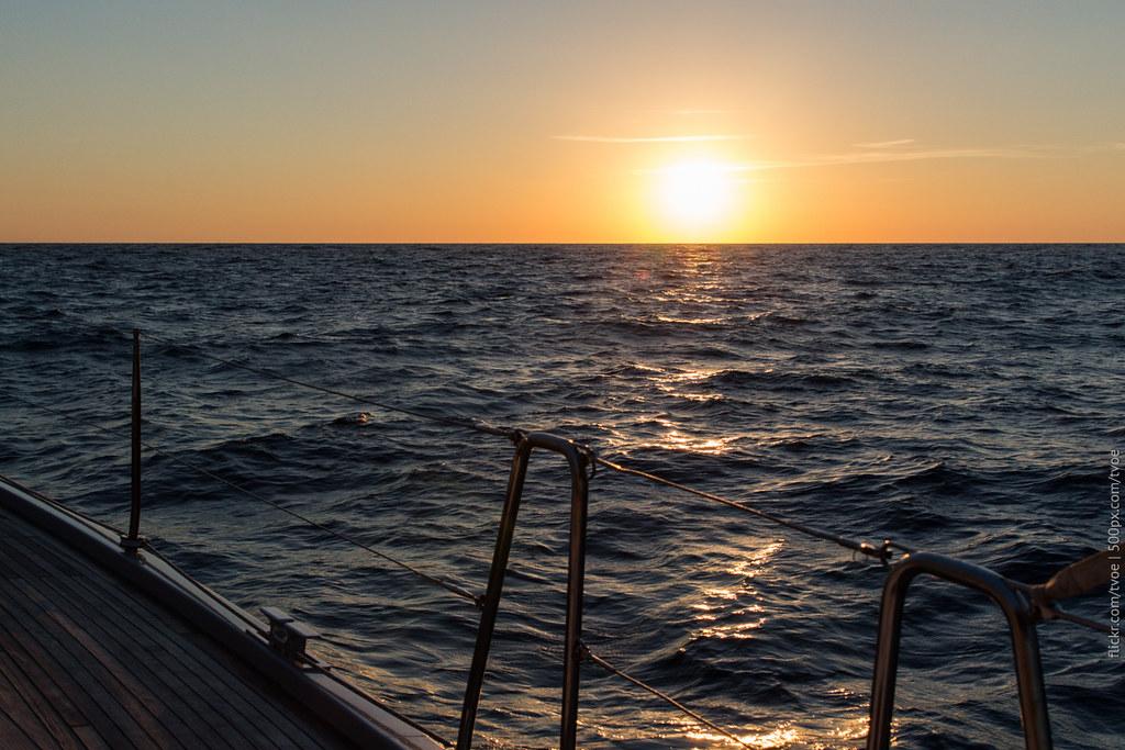 Закат на Ибице в море