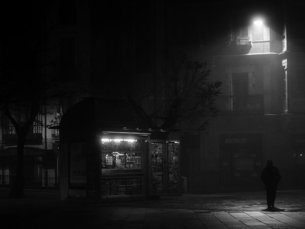 Night, fog and light