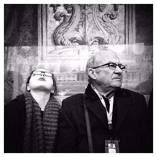 "Different ways to watch ""La Capella Sistina"" | Urban scene around the Vatican Museums, Rome... Good afternoon! #ARTmobile . IPhone 6  #Hipstamatic (#Jane + #BlacKeySuperGrain) #Snapseed"