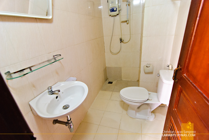 Happy Guesthouse Toilet and Bath in Siem Reap
