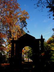 Ya era el otoño caprichoso y bello