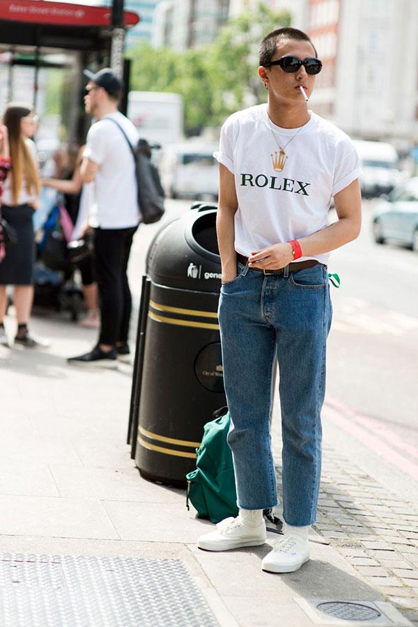 白ROLEXロゴTシャツ×ジーンズ×VANSオーセンティック白