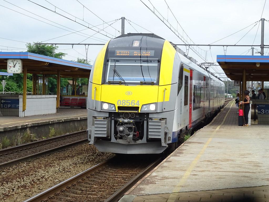 NMBS/SNCB 08564 @ Mechelen-Nekkerspoel | NMBS/SNCB Type AM08