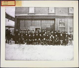 North West Mounted Police hockey team, 1902 / L'équipe de hockey de la police à cheval du Nord Ouest, 1902