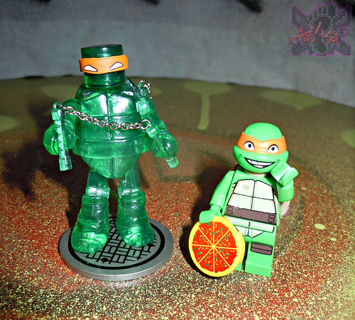 "Nickelodeon  TEENAGE MUTANT NINJA TURTLES ; MINIMATES :: MUTAGEN MICHELANGELO xi / ..with LEGO ""Kraang Lab Escape"" Michelangelo '13 (( 2014 ))"