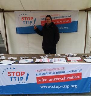 """""""Stop TTIP""""-Unterschriftensammlung bei """"Wir haben es satt!""""-Demo in Berlin"""