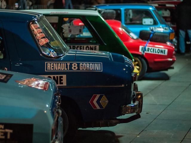 Renault 8 Gordini. Salida desde la Plaza de la Catedral de Barcelona del Rally Montecarlo de coches históricos