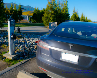 05 - A TESLA MODEL S TAKING A CHARGE