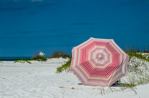 landscape florida sarasota umbrellas isolated parasols odc starmandscircle lidobeach nikond7000 afsnikkor18105mm13556g bgdl lightroom5 keepingtothemselves