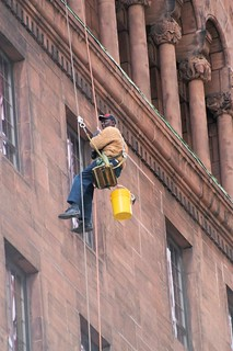 Window cleaner Chicago looking