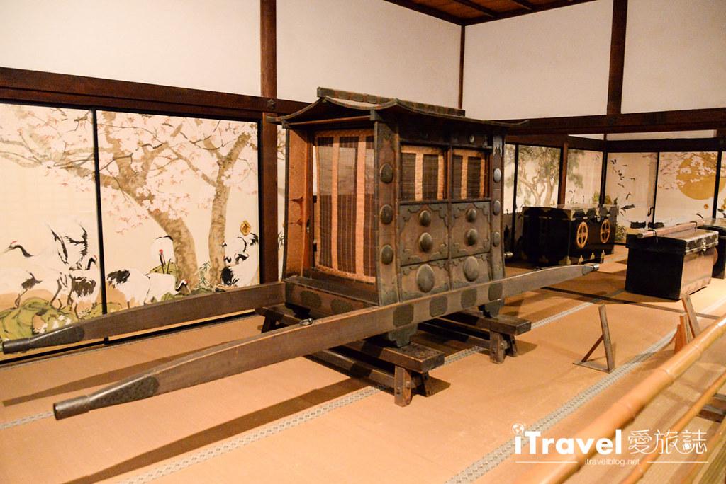 《京都赏枫景点》青莲院门迹:夜间点灯拜观,造访东山青灯点点的回游式日式庭园。