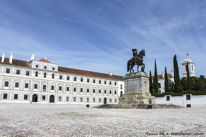 VILA VIÇOSA - Paço Ducal / Estátua de D. João IV