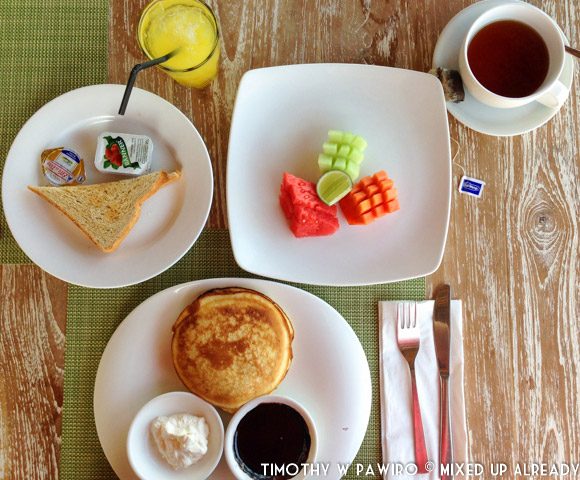 Indonesia - Bali - Nusa Lembongan Island - Lembongan Beach Club & Resort - Breakfast with pancake!
