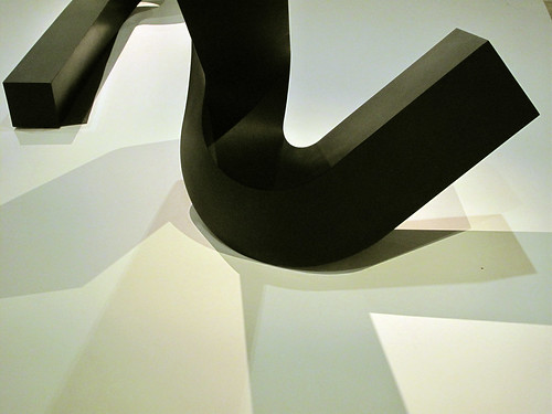 Clement Meadmore Scupture