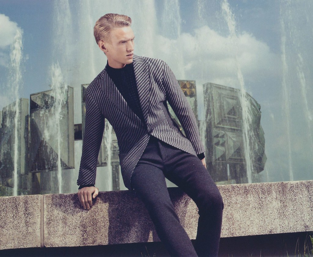 Alexander Johansson0130(GQ Japan No.125 October 2013)