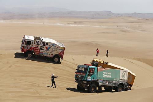 Driver Dunes Trucks