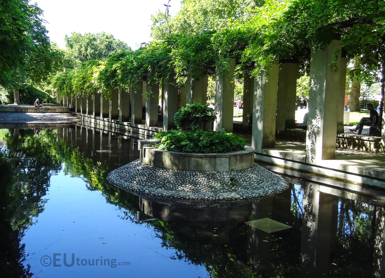 Water feature within Jardin Yitzhak Rabin
