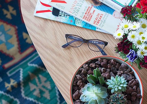 fashionpea, flowers, daisies, masunaga glasses, at home, succulents, lifestyle, בלוג אופנה ישראלי, סידורי פרחים, משקפיים, סוקולנטים, משקפי ראייה, אופטיקה רעננה, אפונה בלוג אופנה