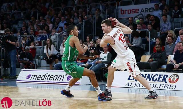 Brose Baskets-Strelnieks guard