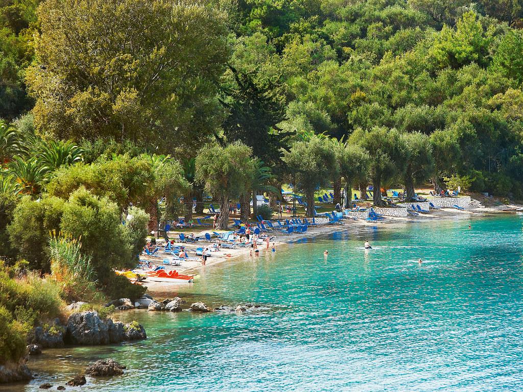 05-luxury-beach-side-hotel-in-corfu-6065
