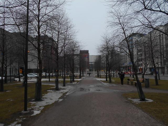 Poikkeuksellisen aikaista lumen sulamista Espoon Leppävaaran keskustassa 26.2.2015