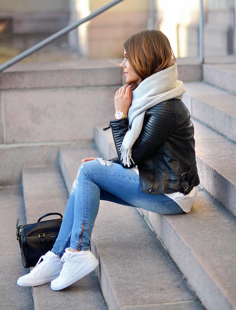 Ripped jeans u0026 sneakers - Mariannan