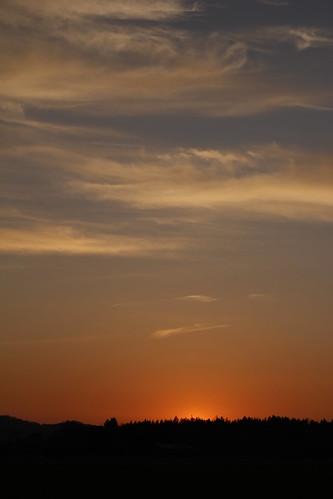 blue sky orange sun clouds canon eos austria österreich sonnenuntergang himmel wolken tamron sonne wald bäume steiermark styria fürstenfeld 1750mm 60d