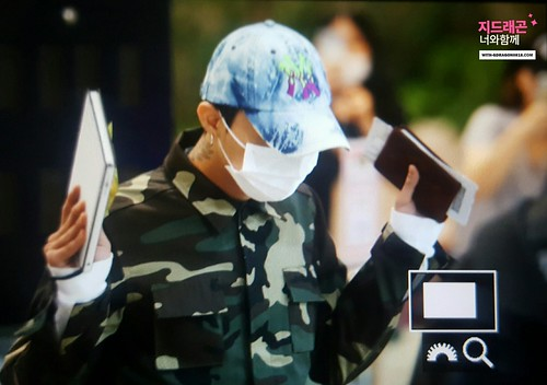 BIGBANG wout Seungri departure Seoul to Tokyo 2016-08-26 (21)