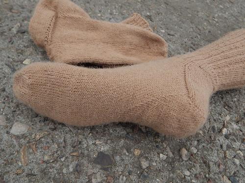 два носка вместе пятка снизу