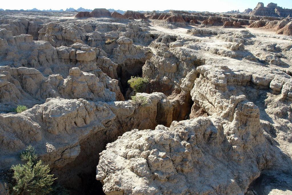 Impresionantes formas erosionadas de Badlands parque nacional badlands, devastadora erosión - 15881637364 d7fa6dbe09 b - Parque Nacional Badlands, devastadora erosión