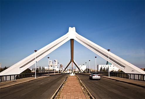 Puente de la Barqueta, Sevilla, detalle del tablero con el arco, by jmhdezhdez