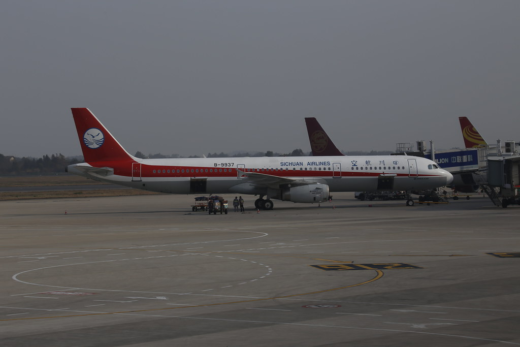 Sichuan Airlines Airbus A321 B-9937