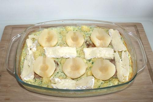34 - Restlichen Brie zwischen Birnen verteilen / Put on remaining brie cheese